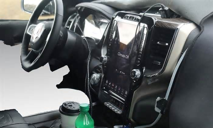 Next-gen Ram 1500 interior sports more tech DETROIT — The next-generation Ram 1500 will get a major tech upgrade when it debuts in January, including a huge touch-screen infotainment system and a power tailgate that can be activated using the key fob, new spy shots reveal. The 2019 Ram 1500 ...