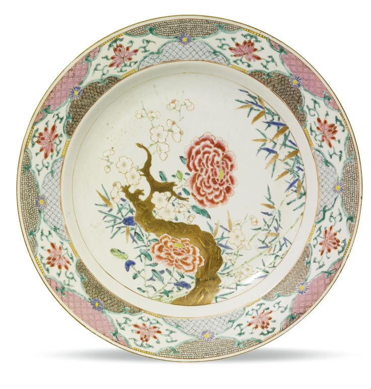 CHINA, QING DYNASTY, QIANLONG PERIOD (1736-1795) CHARGER famille-rose porcelain