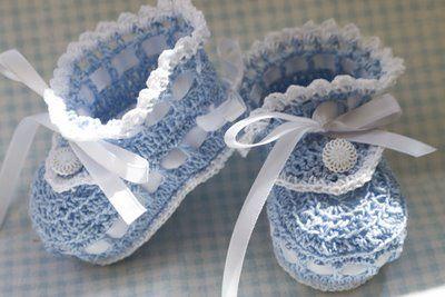 bebeklere patikler kurdela ile dugmeli nakisli oyali dantel örgü mavi renkler - Bebek Patikleri