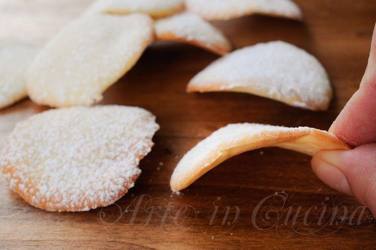 Tuiles biscotti francesi al burro chips dolci, ricetta facile, veloce, biscotti da regalare per Natale, merenda, colazione, biscotti di albumi, biscotti a tegola