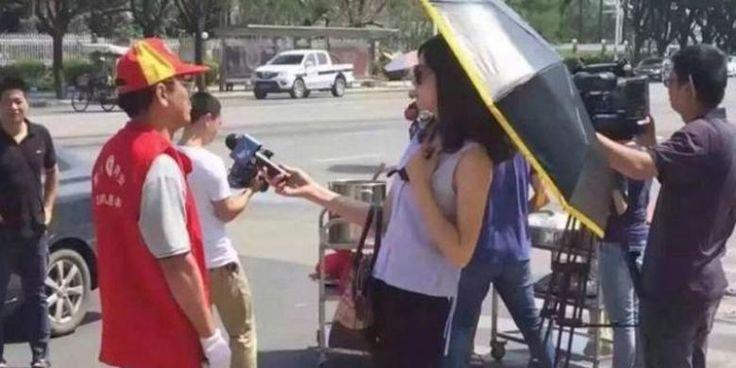 Wartawan Pakai Kacamata Hitam dan Payung di Lokasi Bencana Kena Skors - KOMPAS.com