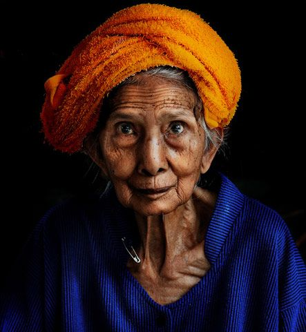 The colors she has chosen to wear set off her lovely face. May we all grow as beautiful with age.