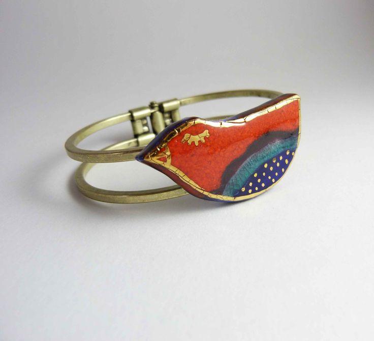 Ceramic bracelet bird, multicolore glazure with gold. Bracelet céramique oiseau, émail multicolore avec or. de la boutique Tanaart sur Etsy