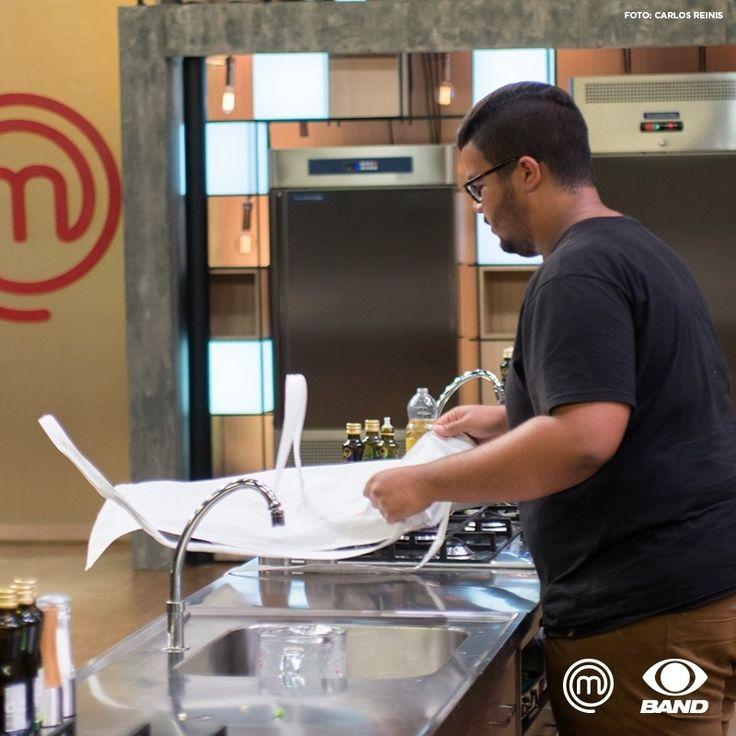 O Leonardo trouxe o foco e o conhecimento sobre cozinha. E saiu com muito orgulho da trajetória que traçou! 🍴 #MasterChefBR #reality #JuntosNaBand ⠀ Foto: Carlos Reinis
