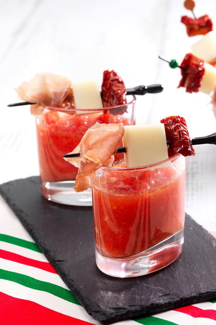 Typisch baskisch: Verrines mit Schinken und getrockneten Tomaten.
