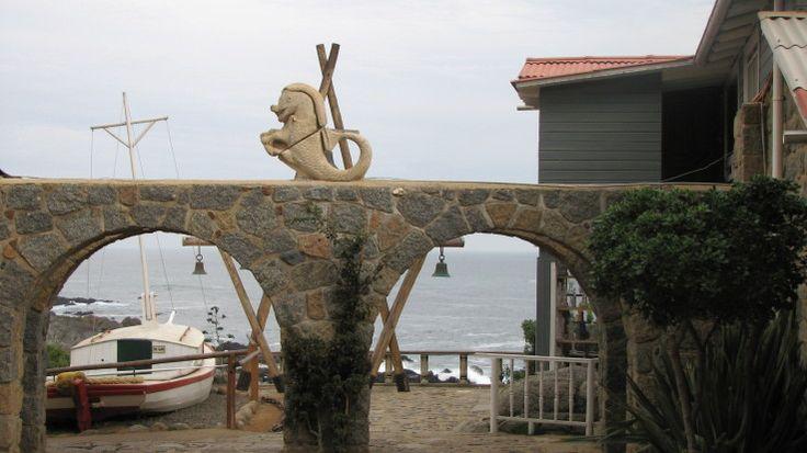 Vista general de la Casa de Pablo Neruda en Isla Negra, Chile.
