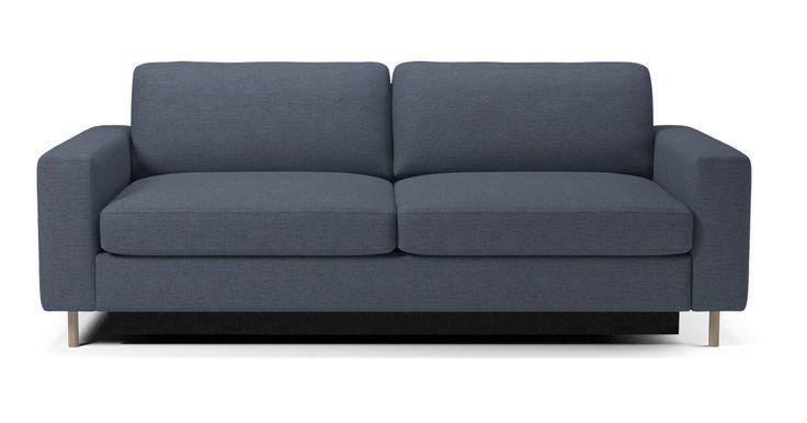 Det här är en säng. Och även en soffa. Det är faktiskt en av de bästa bäddsofforna vi någonsin har byggt. Designen är felfri och klassisk, och den finns i en rad olika modeller. Välj med eller utan schäslong, hundratals olika material och färger. Fyllning i säte och kuddar såväl som madrassen kan anpassas efter just dina önskemål. Ja, till och med benen är anpassningsbara. Välj sedan modell, bekvämlighet, utseende och ben. När du väl har gjort det ser vi till att den håller i många år…