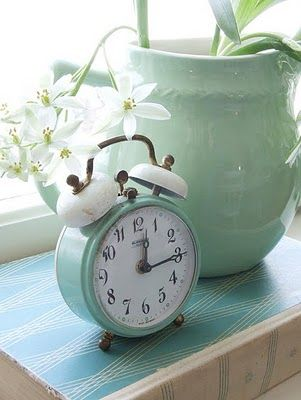 I found this wee clock at Tiffany Turquoise Cottage. It's perfect for our Thyme Guestroom..