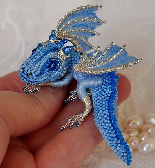 Alena Litvin is talantet bead artist from Russia. She makes pretty brooches with cute little dragons.