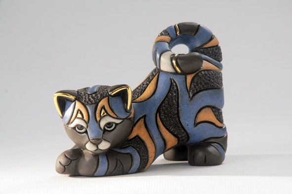 Small Cat Figurine in GRES very special, handmade in Uruquya and finishing with real golg