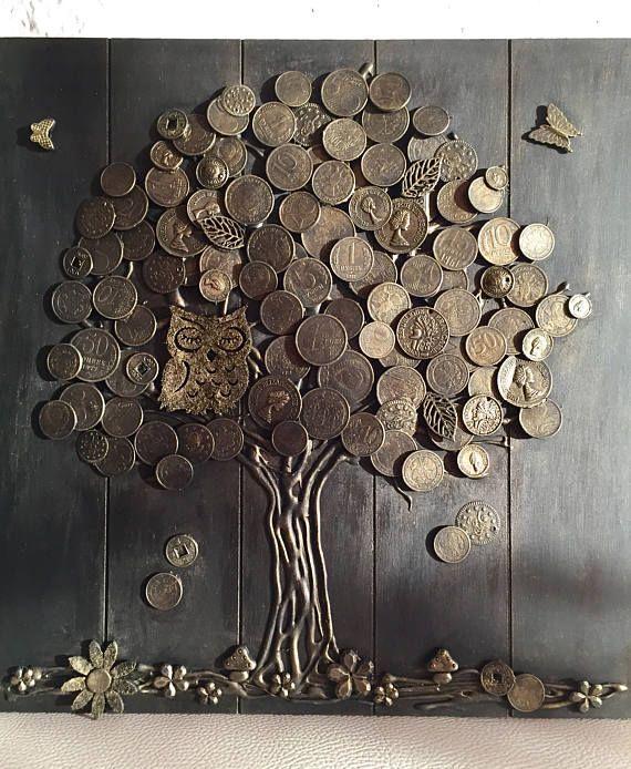 Geldbaum(Glücksbringer) – die wirksamste Talisman des Reichtums in chinesischer Lehre Feng Shui. Dekorieren Sie durch diesen Talisman das Haus und ziehen Wohlstand in Ihr Leben! Als Grundlage wurde eine Holzplatte verwendet, Baumstamm – aus Naturholz Rinde und die Krone des Baumes – echte