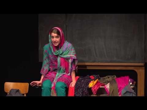 Malala Trailer  Malala ein junges Mädchen aus Pakistan freut sich auf die Schule denn sie will viel lernen. Als Tochter eines Lehrers setzt sie sich für das Recht auf Bildung ein und zieht dadurch den Zorn der Taliban auf sich. Voller Vorfreude auf den ersten Schultag erzählt sie uns begeistert vom freundlichen Busfahrer der sie auf dem Schulweg mitnimmt von ihrem Leben im Swat-Tal in Pakistan ihren Freundinnen und von ihrem Vater. Doch im Swat-Tal wüten seit 2004 die fundamentalistischen…