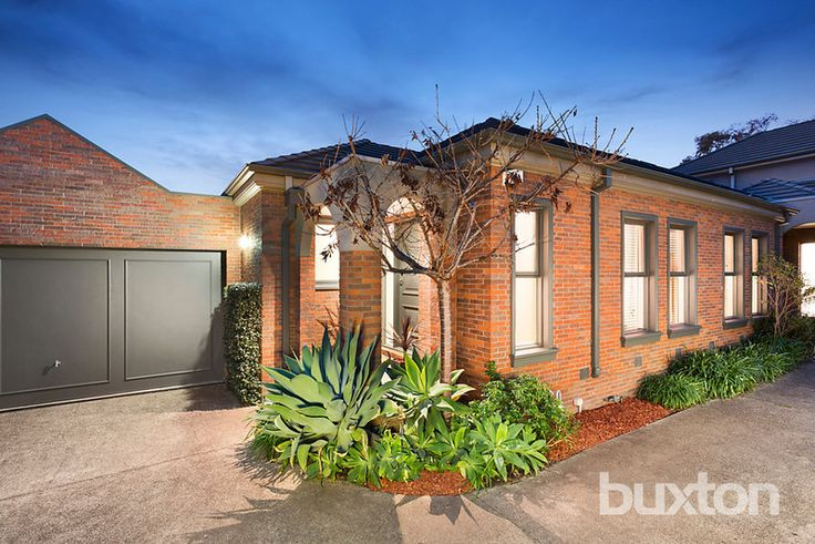 BRIGHTON EAST 2/44 Clonaig Street  Sunlit & Single Level Perfection Sunlit, spacious and style savvy, this beautifully presented, single level 3-bedroom town residence is quietly nestled in the sought after Landcox Park precinct close to cosmopolitan Bay Street, Gardenvale Primary & public transport.  #sold #propertiessold #brighton #victoria #australia #buxton