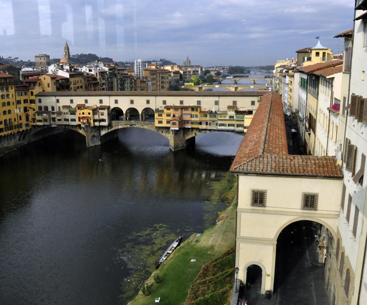 Vasari corridor - connects the Uffizi and the Palazzo Vecchio across the river via the upper storey of the Ponte Vecchio - to the Palazzo Pitti - built in the 16th century so the Medici could move from palace to palace without touching the street - Florence