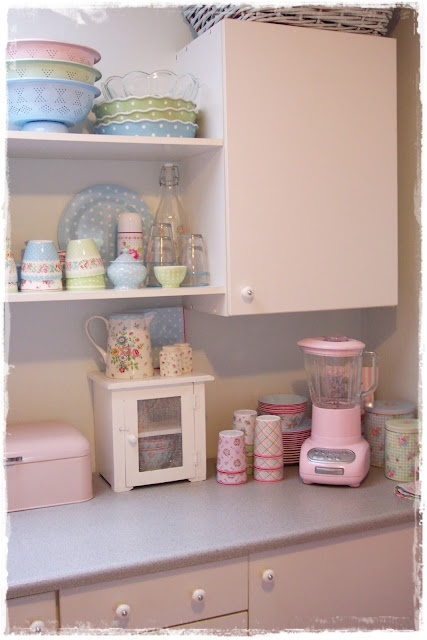 Pastel kitchen--I like parts of this kitchen