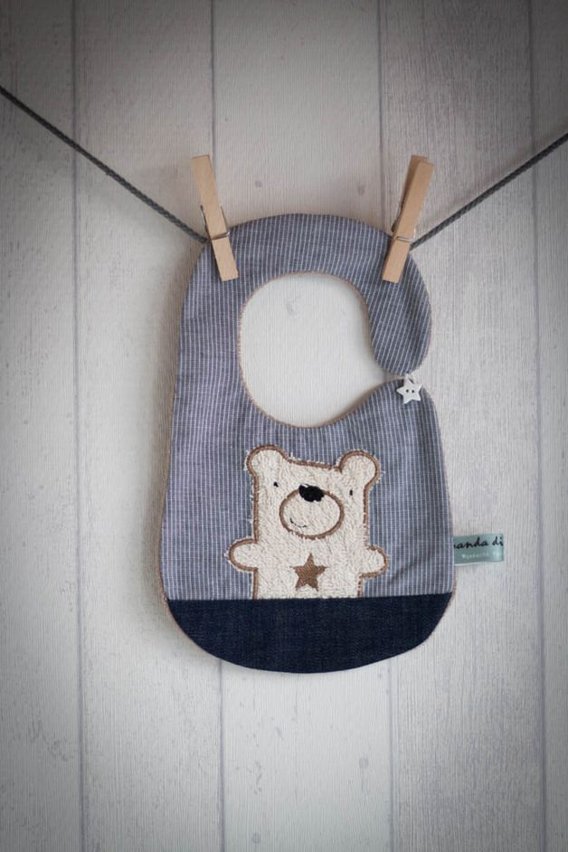 Bio Lätzchen mit niedlichem Bär / baby bip, organic fabrics by Banda-di-Monelli via DaWanda.com