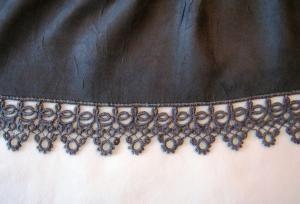 Удлинить платье кружевами