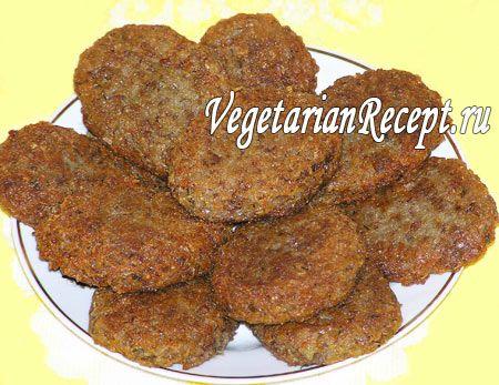 Вкусные гречневые котлеты можно приготовить из гречневой каши и картофеля. Этот рецепт отлично подойдет не только для вегетарианцев и веганов, но и для постного и экадашного стола.
