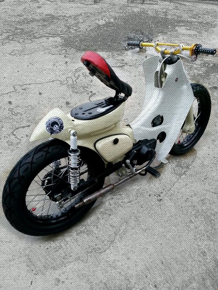 Fuel tank painted different colour - Like it. AZ Rafique, Kota Kinabalu
