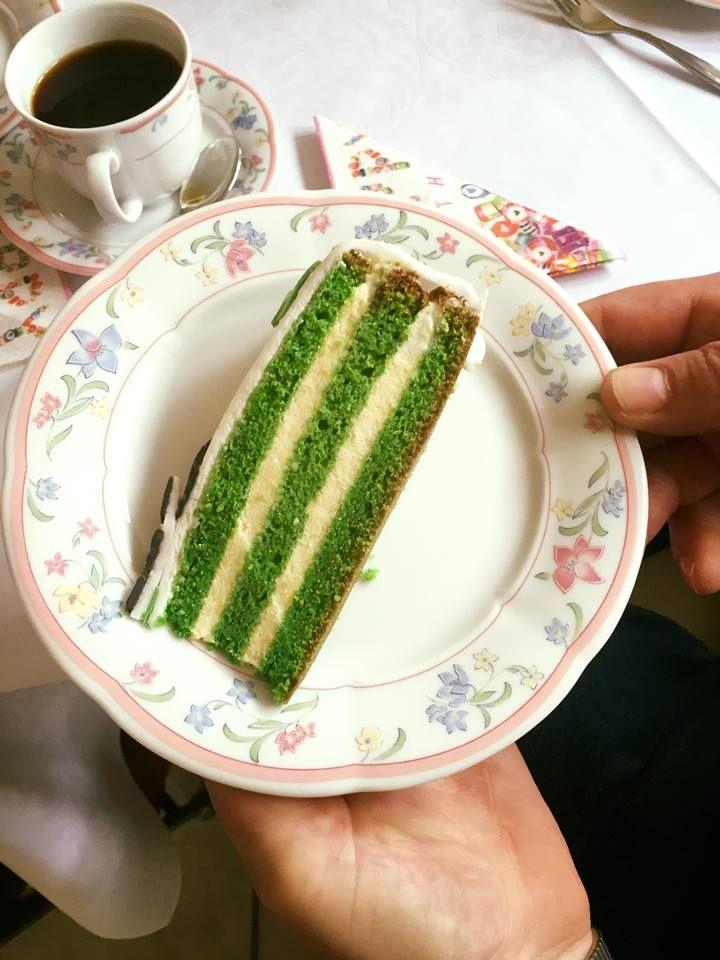 Meine Mama hat sich zum Geburtstag (wieder) eine Gladbach Torte  gewünscht. Ist zwar nicht mein Verein aber was tut man nicht alles :D Hier...
