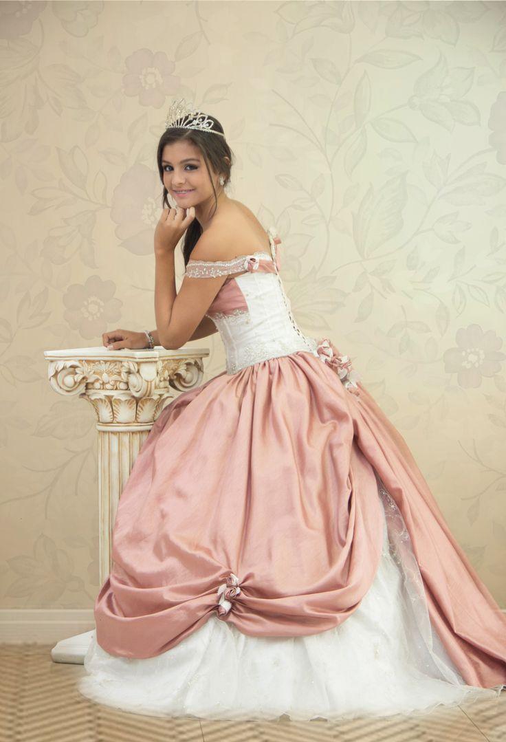 REF.2-8 Vestido de quinces con diseño de dama antigua, color ocre y beige para que luzcas verdaderamente especial.