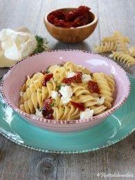 Fusilli pasta with sundried tomatoes and burrata (recipe in Italian)