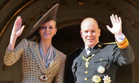 Prinses Charlène en prins Albert van Monaco tonen tweeling | Prive | Telegraaf.nl
