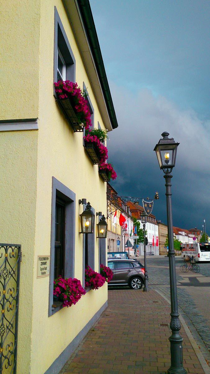 Hotel Platengarten Ansbach am 2.August 2014 ( kurz vor dem Unwetter) mit Sicht auf die Promenade.#schlossplatz #schloss #historisch #hotels #hotel #ansbach