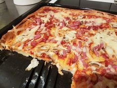 Jag snubblade över en helt genialisk rätt hos Sara som driver bloggen Vardag.nu, nämligen Pizzapannkaka . Eller Pannkakspizza om man hellre ...