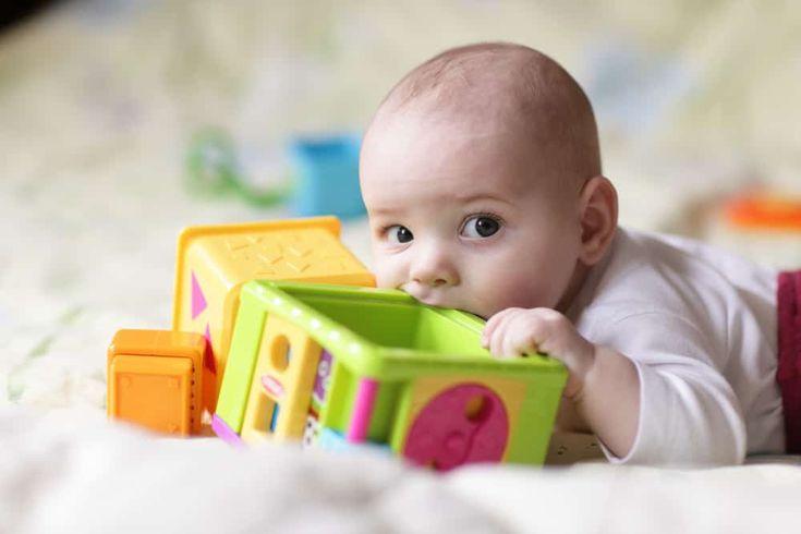 Spielzeugideen für Babys bis 6 Monate - AllesBeste.de Keine Idee, was zur Geburt verschenkt werden soll? Wir haben Tipps für euch, was Neugeborenen und Babys bis 6 Monaten eine Freude macht! https://www.allesbeste.de/ratgeber/spielzeugideen-fuer-babys-bis-6-monate/ #AllesBeste #Test ##Geschenkidee#Baby#Newborn#Present#Geschenk#Spielzeug #Geburt