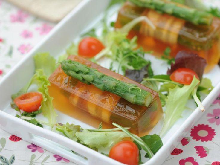 Découvrez la recette Aspic aux asperges vertes sur cuisineactuelle.fr.