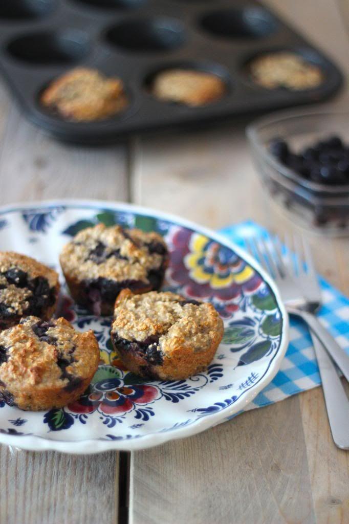 Gezonder havermout muffins met banaan en blauwe bessen