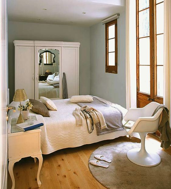 benjamin-moore-no-fail-paint-colors FEATHER GRAY 2127-60. This is a very sophisticated gray, a little darker than Oyster Shell with just the right amount of blue in it. It goes with absolutely everything.