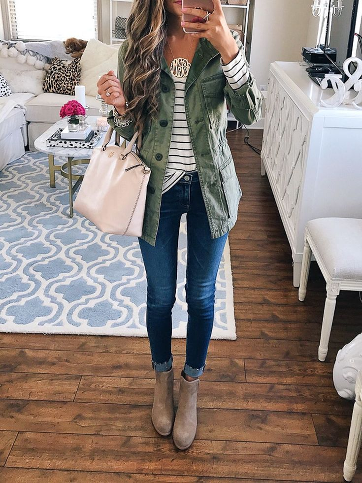 Awesome 40 Stylish Winter Outfits Ideas You Should Try This Year. More at http://aksahinjewelry.com/2017/11/20/40-stylish-winter-outfits-ideas-try-year/