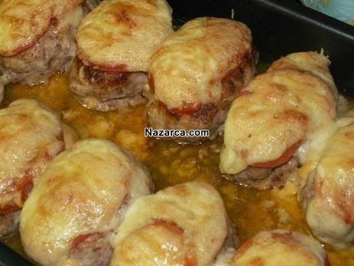 İçi Parmesan ve Kaşar Peynirli Tavuk kıymasından yapılan Mayonez soslu Fırında Köfte Dolması Resimli olarak nasıl yapılır yemek Tarifi. Farklı lezzetler sunmaya devam ediyor sizlere Dünya mutfağınd…