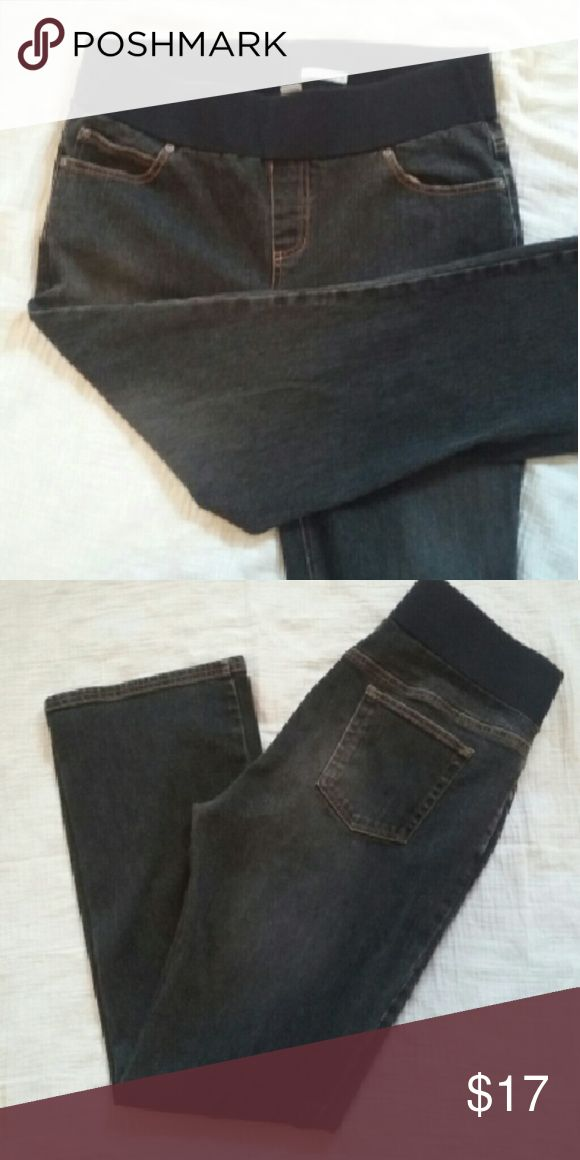 L Maternity Old Navy Black Stretch Jeans These black maternity jeans are by Old Navy. They are in used condition with no holes or stains.  They sit below the belly and have some stretch so they are comfortable for any trimester! Old Navy Jeans Straight Leg