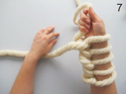 6/Et si, en plus, vous pouvez en faire profiter votre chaton… Alors, maintenant que vous trépignez d'impatience à l'idée de posséder ces confections, il ne vous reste plus qu'à vous lancer. Ce qu'il vous faut: Une bobine de laine géante (avec une bobine, on peut tricoter une pièce d'environ 60cm x 60cm) Et, vos avant-bras! … More