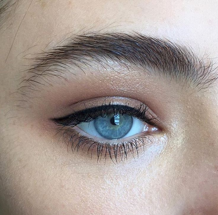 Natural thick brows with winged eye liner.
