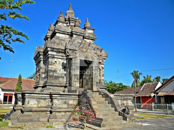 Pawon temple. According to Casparis, this temple is used for keeping the ash of King Indra, father of King Samaratungga from Syailendra Dynasty.