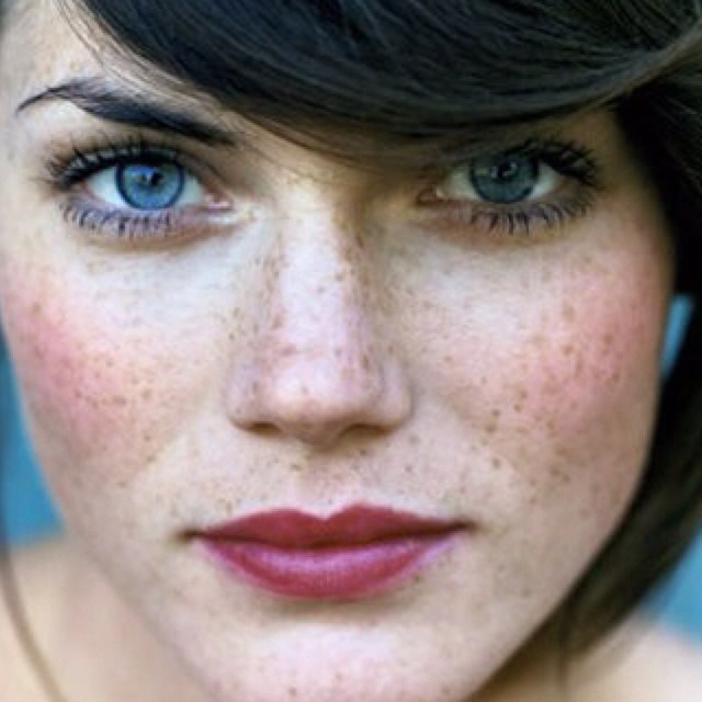 Natural plum lips. Love the look?