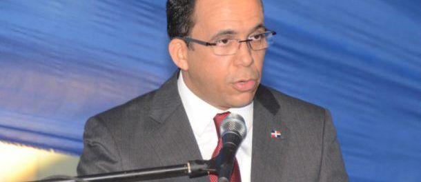 Andrés Navarro exhorta comunidad educativa a reafirmar los principios fundacionales de nuestra nación