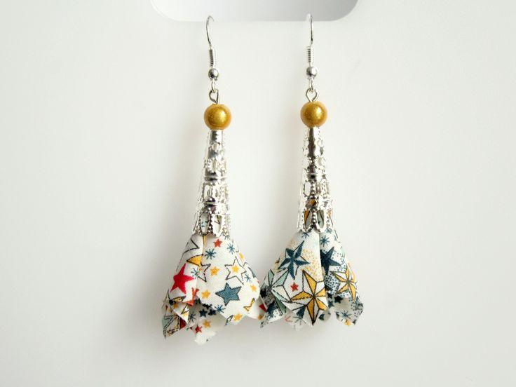 Boucles d'oreilles tissu liberty étoiles adeladja- perle cône dentelle argenté - crochets hameçons : Boucles d'oreille par nemeti