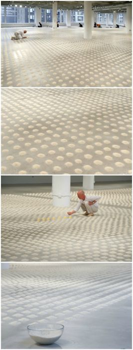 For his latest exhibition at the School of the Art Institute of Chicago, German artistWolfgang Laibpoured over 30,000 piles of rice and seven piles of pollen to create one of his largest installations ever entitledUnlimited Ocean.