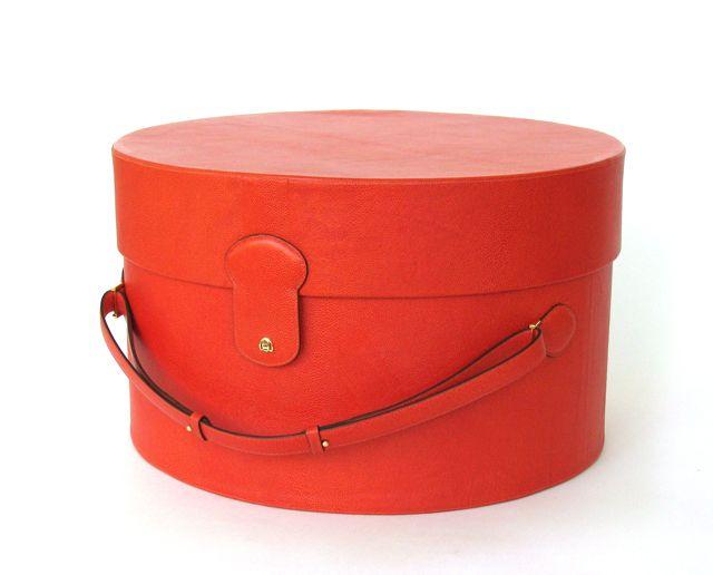 Hats off to orange #PinPantone: Tangerine Tango, Hats Boxes, Work Girls, Hat Boxes, Orange Pinpanton, Apricot Bis, Bis Orange, Small Accessories