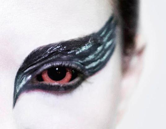 This make-up, plus her iris color, looks awesome! Makes me want some red contacts
