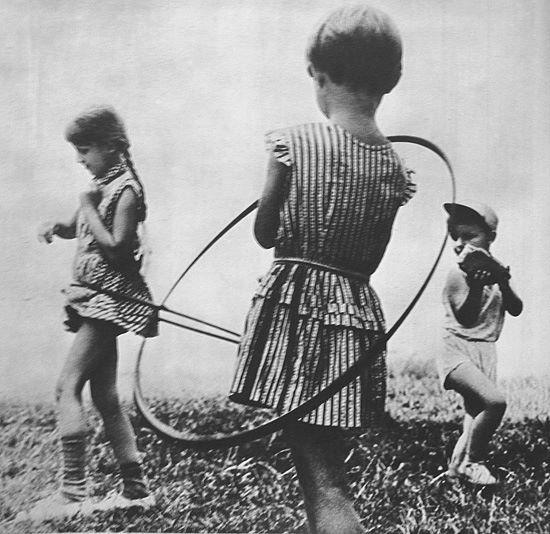 106 best images about vintage hula hoop on pinterest. Black Bedroom Furniture Sets. Home Design Ideas