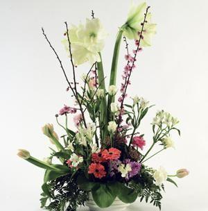 Centro de amor - Elaborado con amaryllis, gerberas y tulipanes | Bourguignon Floristas