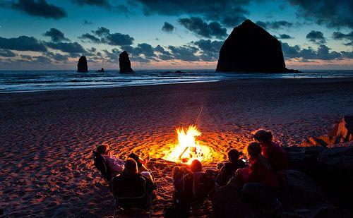 bonfireBeach Bonfires, Beach Camps, Buckets Lists, Cannon Beach Oregon, Cannonbeach, At The Beach, Oregon Coast, Summernight, Summer Night