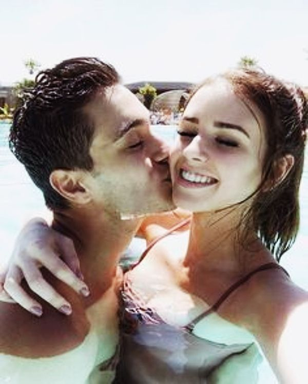 40 Best Selfie Poses For Couples Buzz 2018 Cute Couple Selfies Selfies Poses Selfie Poses Test different angles to learn your best side. 40 best selfie poses for couples buzz