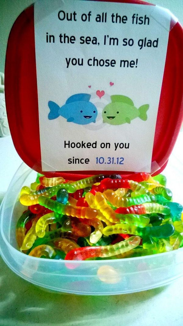 Out of all the fish in the sea, I'm so glad you chose me! What cute Valentines Day idea with all these colorful candy worms and lovely messages. http://hative.com/cute-valentines-day-ideas/